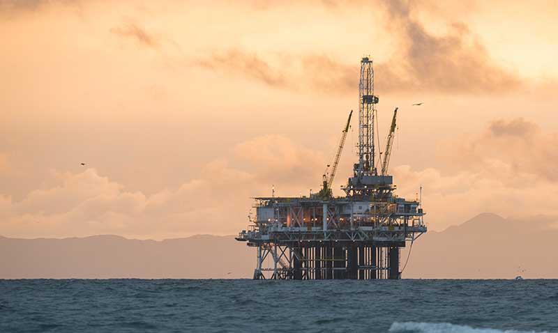 Plateforme de forage de pétrole en mer