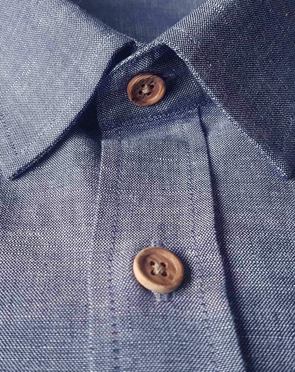 Chemise en chambray boutons en bois d'olivier